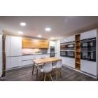 Lightstyle Bílá lesklá kuchyň v kombinaci s dubem - OUTLET