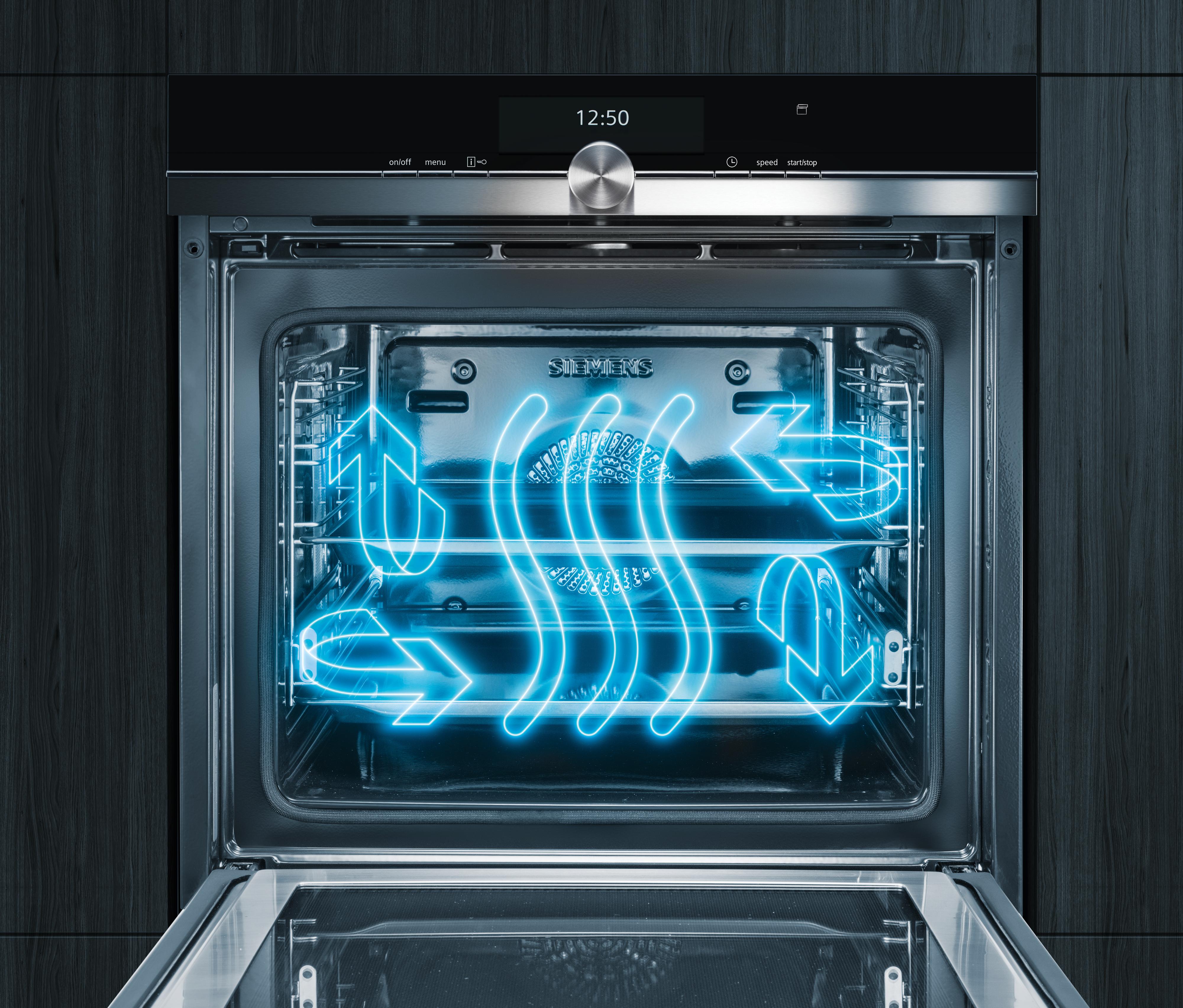 Perfektní výsledky pečení až na třech úrovních současně díky inovativní distribuci vzduchu: 3D horký vzduch plus.
